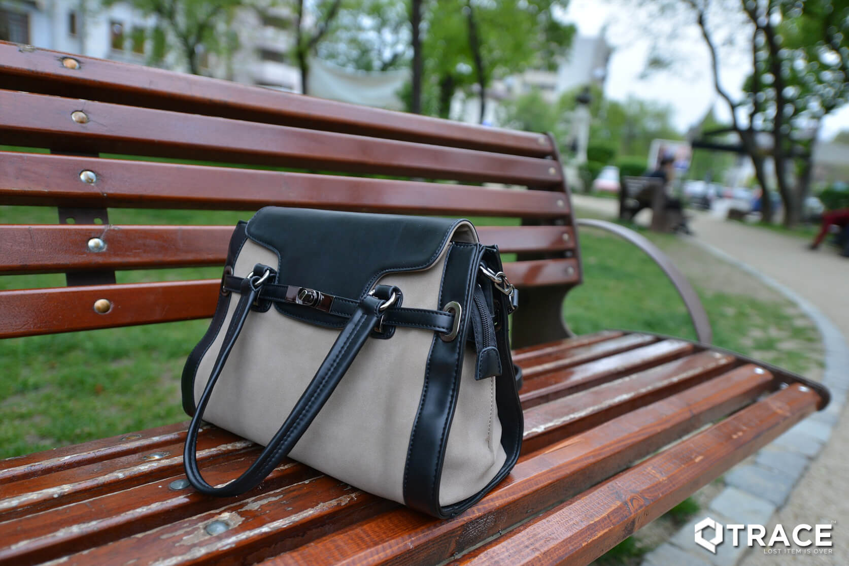 Track Your Lost Purse With The QTrace | Purse Tracker